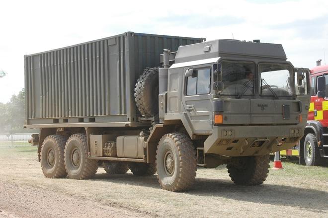 Tính năng ưu việt của xe đầu kéo hạng nặng vừa cập cảng Việt Nam - Ảnh 3.