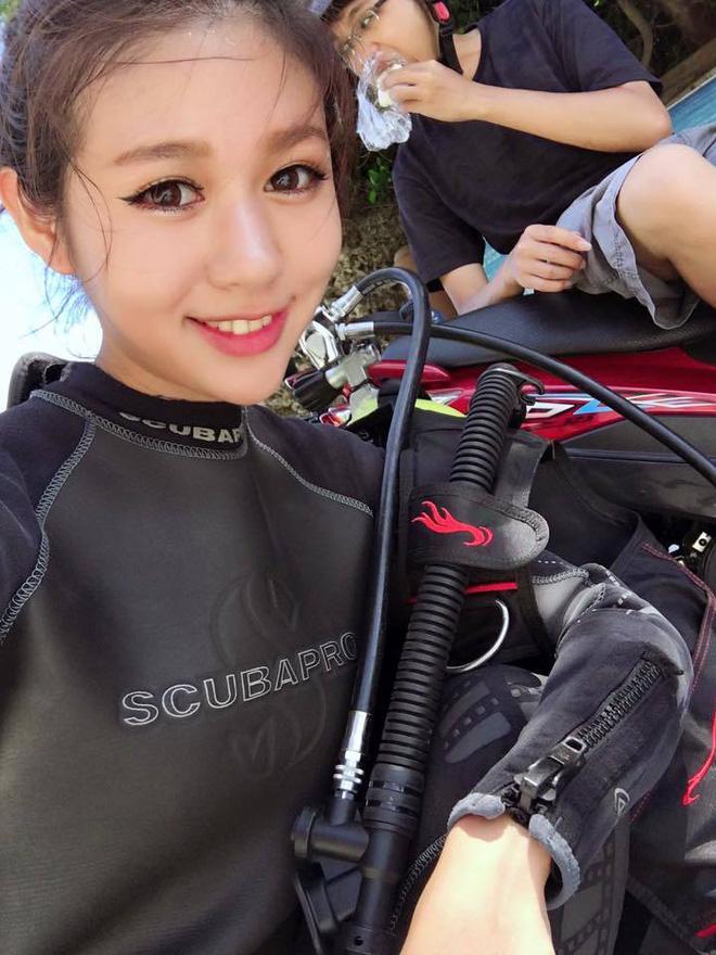 Nữ thợ lặn gây sốt vì quá xinh đẹp và gợi cảm - Ảnh 1.