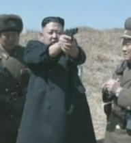 Kim Jong-un trổ tài bắn súng
