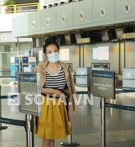 Bà Tưng bơ vơ ở sân bay không bạn bè, không ê-kíp