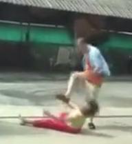 [Video] Phẫn nộ với người chồng đánh vợ tàn nhẫn giữa đường
