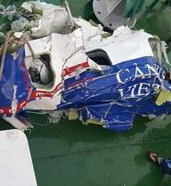 [ẢNH+VIDEO] Trục vớt mảnh vỡ của máy bay Casa-212 mất tích