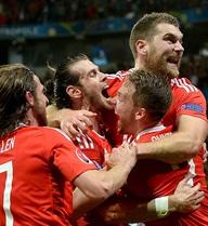 """Gareth Bale lặng tiếng, Wales ngược dòng thần kỳ gửi """"Quỷ đỏ"""" về nước"""