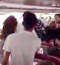 Trễ giờ bay gần 5 tiếng, hành khách tấn công phi hành đoàn rồi quay sang đánh lộn lẫn nhau