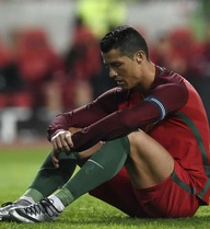 Ronaldo thoát khỏi động kinh trước trận gặp Ba Lan nhờ 3 ký tự lạ