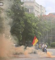 """CĐV tại Việt Nam dùng """"đòn bẩn"""" để """"khủng bố"""" đối thủ"""