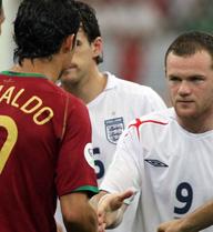"""Ronaldo """"tịt ngòi"""" vẫn ám ảnh Rooney"""