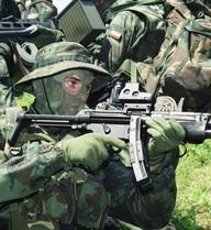 Kỳ lạ về quốc gia cho phép binh lính được tự do mua vũ khí mình thích
