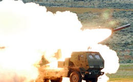 [VIDEO] Mỹ khoe sức mạnh khủng khiếp của pháo phản lực đa nòng M142