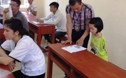 Thí sinh làm bài bằng chân tại Hội đồng thi Thanh Hóa