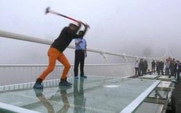 Màn thử nghiệm độ an toàn của cầu kính cao nhất thế giới bằng búa tạ