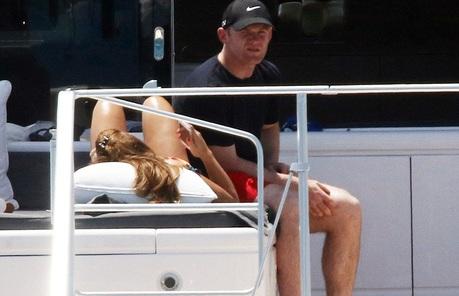 Chạy trốn khỏi nước Anh, Rooney buồn rười rượi tại thiên đường nghỉ dưỡng