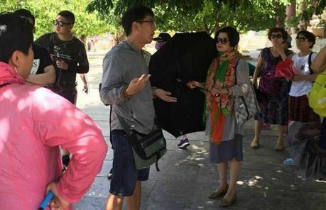 """Hướng dẫn viên du lịch nói về vụ người Trung Quốc dẫn khách """"chui"""""""