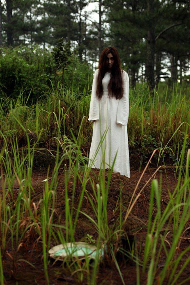 """Những hoa hậu Việt khiến khán giả bất ngờ với hình tượng """"xấu đau đớn"""" - Ảnh 9."""