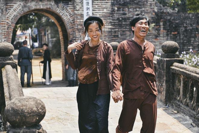 """Những hoa hậu Việt khiến khán giả bất ngờ với hình tượng """"xấu đau đớn"""" - Ảnh 12."""