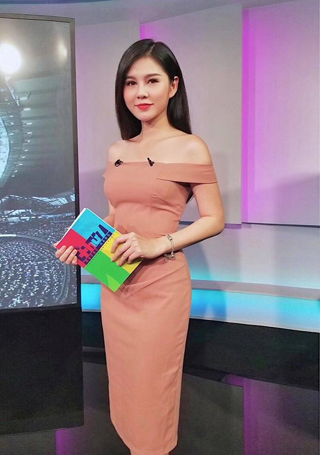 Vẻ quyến rũ, sành điệu đời thường của nữ MC từng theo chân Park Hang Seo - Ảnh 1.