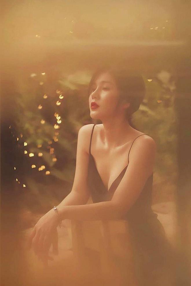 Vẻ quyến rũ, sành điệu đời thường của nữ MC từng theo chân Park Hang Seo - Ảnh 7.