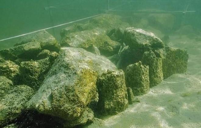 Phát hiện thủy cung bí ẩn của người tiền sử, chìm sâu dưới lòng hồ từ cách đây 5500 năm - Ảnh 1.