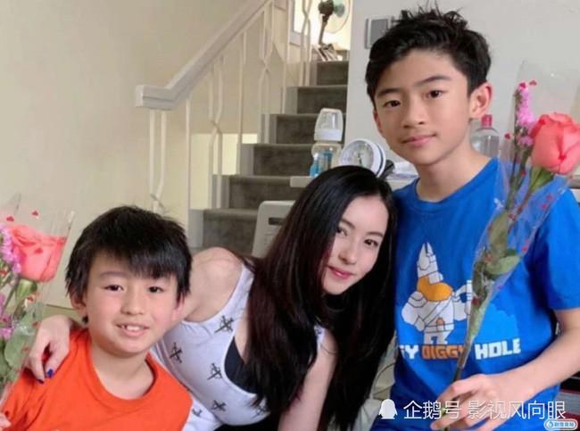 Con trai cả của Tạ Đình Phong công khai nói bố không xứng với Trương Bá Chi - Ảnh 1.
