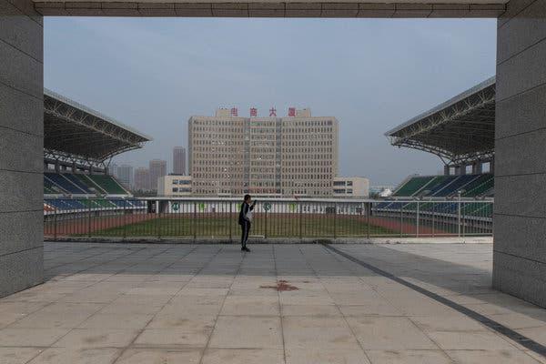 Bắc Kinh càng kiềm chế, địa phương càng lách luật nhiều: Trung Hoa mộng của ông Tập có nguy cơ đổ bể vì bị núi nợ đè - Ảnh 5.