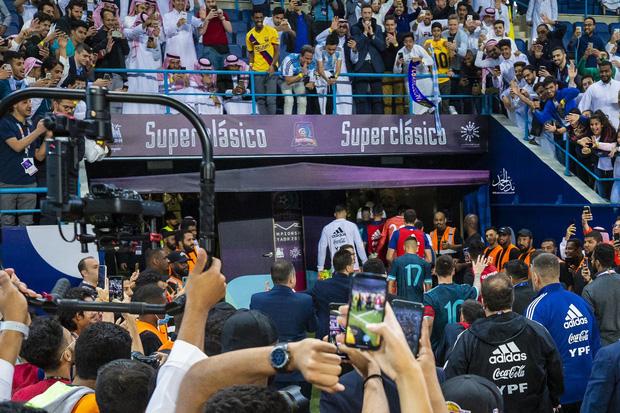 Thắng Brazil trong trận Siêu kinh điển Nam Mỹ, Messi giành chiếc cúp đầu tiên trong sự nghiệp với ĐT Argentina - Ảnh 8.