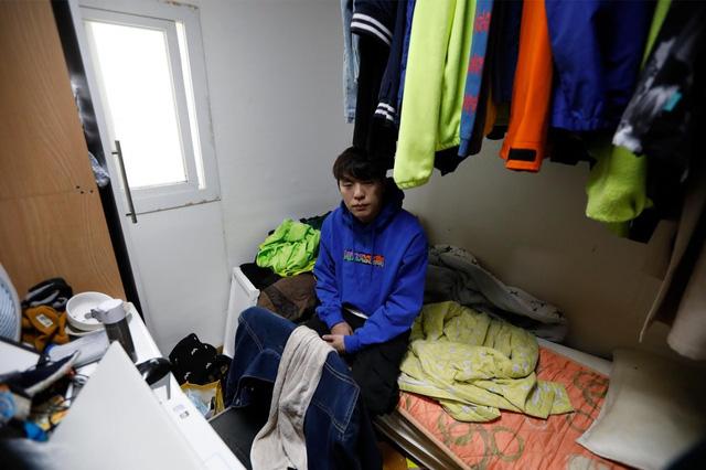 Chùm ảnh: Thảm cảnh của những thanh niên mang kiếp thìa bẩn ở Hàn Quốc - Ảnh 3.