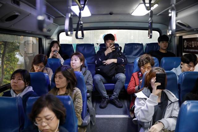 Chùm ảnh: Thảm cảnh của những thanh niên mang kiếp thìa bẩn ở Hàn Quốc - Ảnh 4.