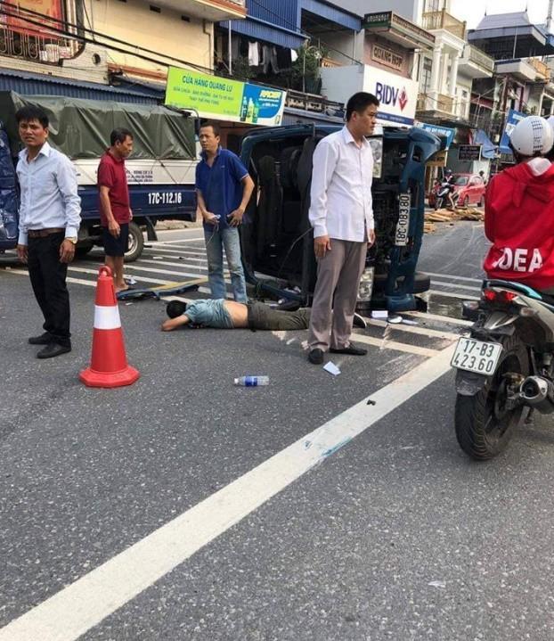 Xe tải lật ngang giữa đường khiến 2 người trọng thương, camera bóc chi tiết quan trọng dẫn tới tai nạn - Ảnh 2.