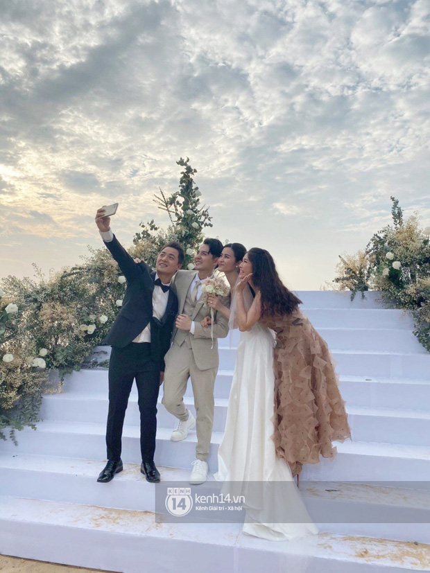 Cập nhật: 200 sao Việt xúng xính váy áo dự đám cưới đẹp như mơ của Đông Nhi - Ông Cao Thắng - Ảnh 1.