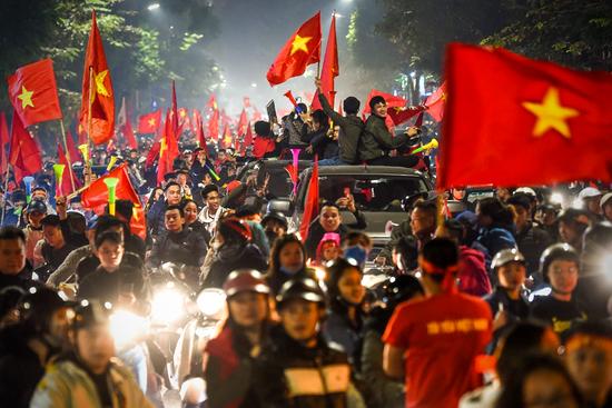 """Báo Trung Quốc dùng từ """"quá sốc"""" để mô tả cảnh fan Việt Nam ăn mừng HCV SEA Games - Ảnh 5."""
