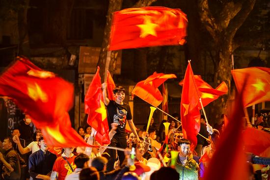 """Báo Trung Quốc dùng từ """"quá sốc"""" để mô tả cảnh fan Việt Nam ăn mừng HCV SEA Games - Ảnh 6."""