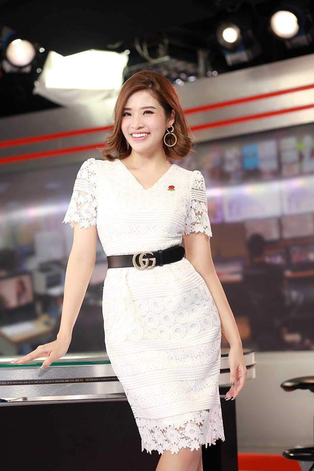Hoa hậu Phan Hoàng Thu tặng bánh mỳ miễn phí cho người nghèo hàng ngày - Ảnh 1.