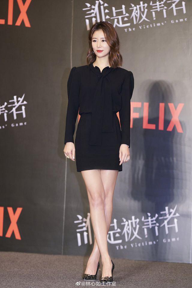 Nhan sắc Lâm Tâm Như tiếp tục bị bóc mẽ, làn da sạm đen lép vế đồng nghiệp trong loạt ảnh chưa photoshop - Ảnh 1.