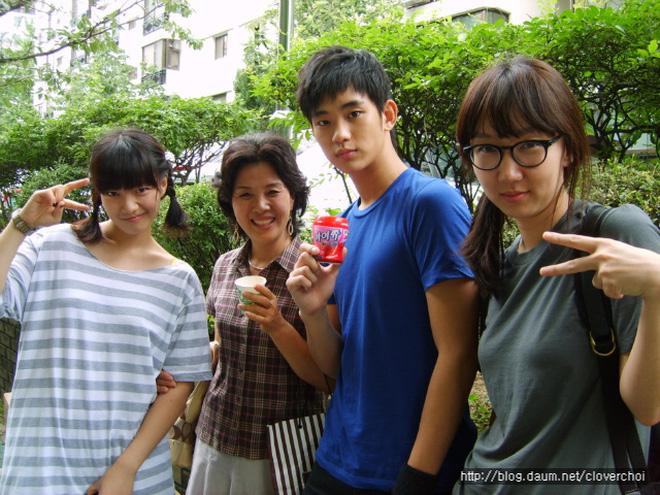 Góc khuất cuộc đời Kim Soo Hyun: Mẫu nội y thành tài tử đắt giá, khổ sở vì người nhà và chuyện cô em gái cùng cha khác mẹ - Ảnh 7.