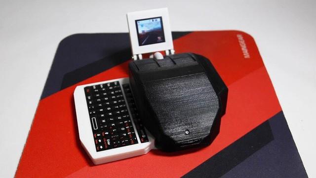 Đây là chuột kiêm máy tính để bàn đầu tiên trên thế giới - Ảnh 1.