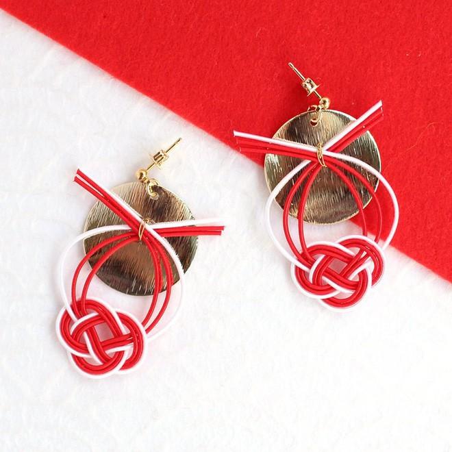 Lý do geisha Nhật Bản luôn bôi son đỏ, quốc kỳ cũng vẽ mặt trời đỏ hay văn hóa cuồng màu rực rỡ của xứ Phù Tang - Ảnh 18.