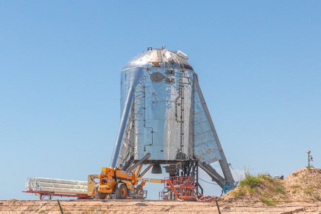 Hệ thống phóng mới của SpaceX bị một quả cầu lửa khổng lồ nuốt trọn, Elon Musk phải dời lịch bay thử - Ảnh 1.