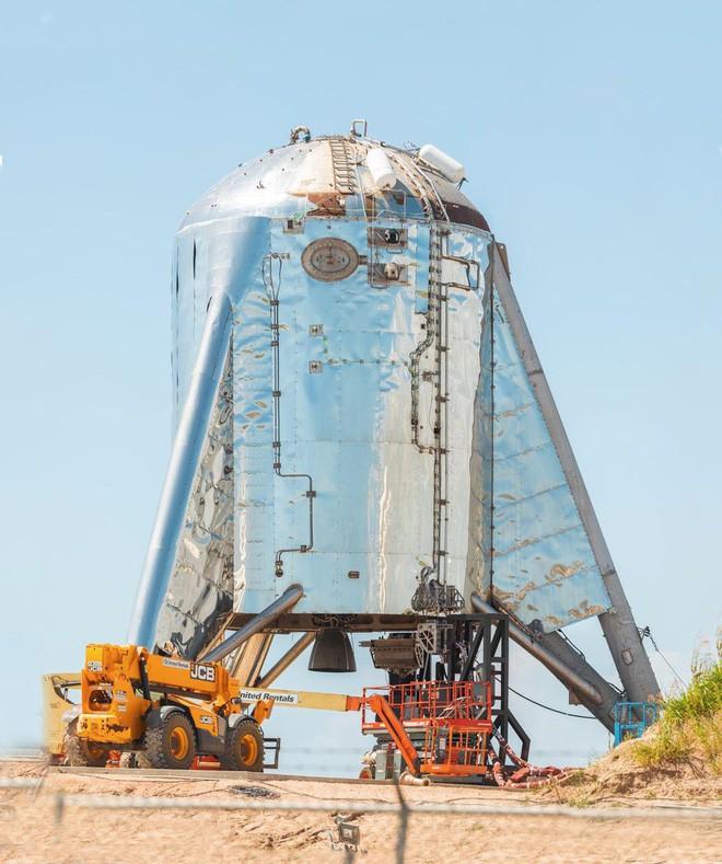 Hệ thống phóng mới của SpaceX bị một quả cầu lửa khổng lồ nuốt trọn, Elon Musk phải dời lịch bay thử - Ảnh 2.