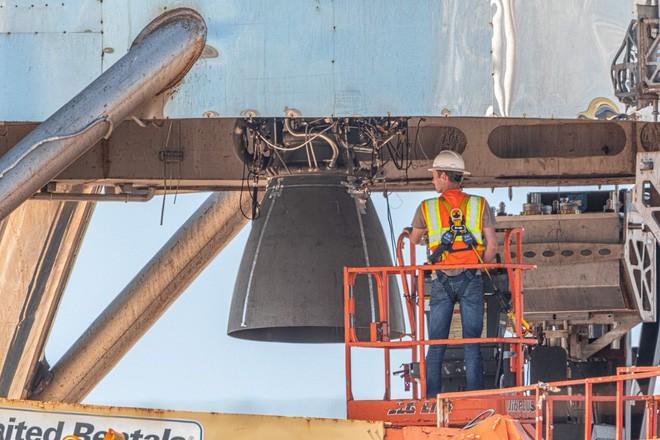 Hệ thống phóng mới của SpaceX bị một quả cầu lửa khổng lồ nuốt trọn, Elon Musk phải dời lịch bay thử - Ảnh 3.
