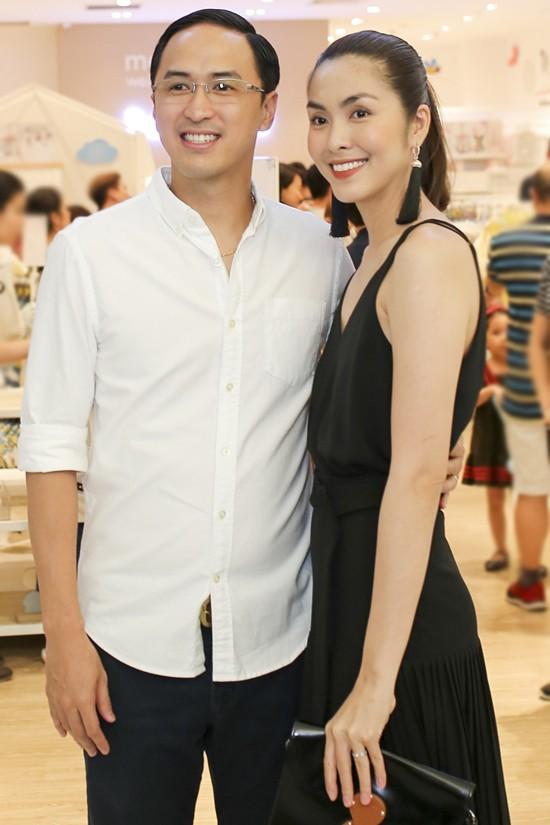 Ngoài Cường Đô la - Đàm Thu Trang, showbiz Việt không thiếu những cặp chân dài - đại gia hạnh phúc với cuộc sống gia đình bình yên - Ảnh 3.