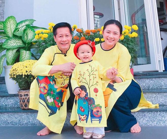 Ngoài Cường Đô la - Đàm Thu Trang, showbiz Việt không thiếu những cặp chân dài - đại gia hạnh phúc với cuộc sống gia đình bình yên - Ảnh 6.