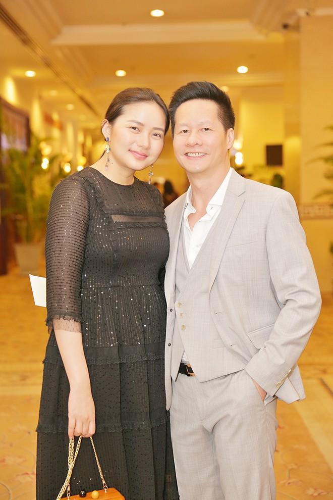 Ngoài Cường Đô la - Đàm Thu Trang, showbiz Việt không thiếu những cặp chân dài - đại gia hạnh phúc với cuộc sống gia đình bình yên - Ảnh 7.