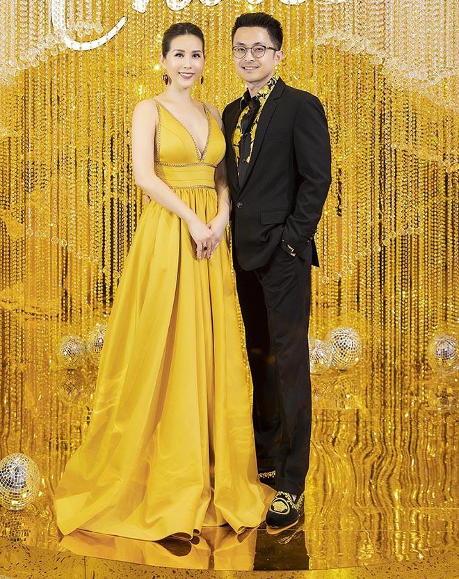 Hoa hậu Thu Hoài gây bất ngờ khi hôn tay Mỹ Tâm - Ảnh 5.