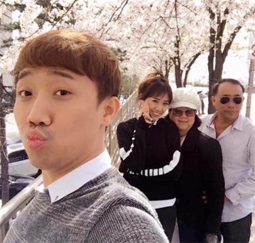 Sau 3 năm kết hôn với Trấn Thành, mối quan hệ của Hari Won với bố mẹ chồng ra sao? - Ảnh 3.