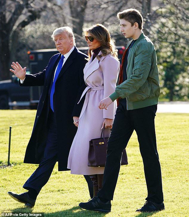 Quý tử nhà Trump lại gây xôn xao dư luận với vẻ đẹp hoàn hảo, tỏa ra ánh hào quang rực rỡ trong lần xuất hiện mới nhất - Ảnh 1.