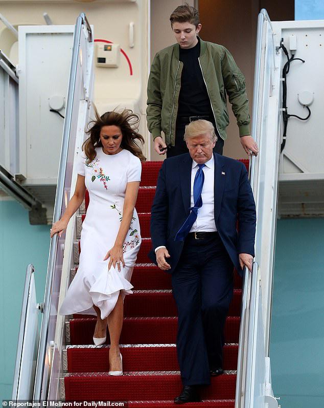 Quý tử nhà Trump lại gây xôn xao dư luận với vẻ đẹp hoàn hảo, tỏa ra ánh hào quang rực rỡ trong lần xuất hiện mới nhất - Ảnh 2.