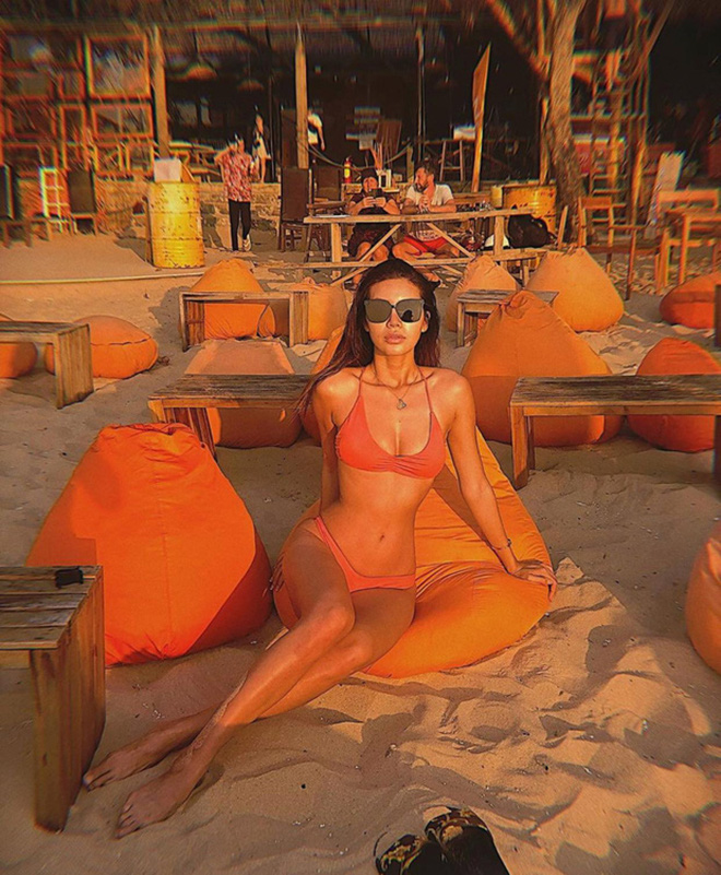 Vẻ nóng bỏng của 6 mỹ nhân Việt tự tin khoe ảnh bikini trong những ngày Tết - Ảnh 12.