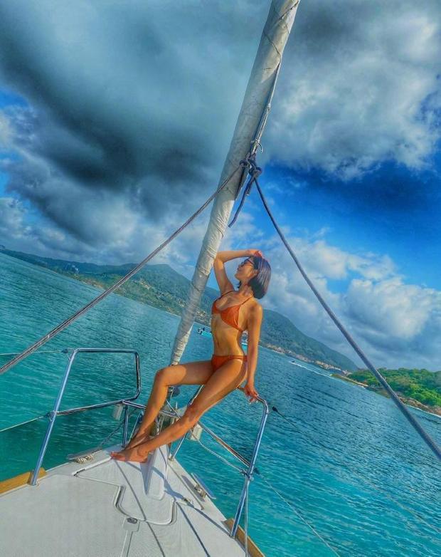 Nữ thần phim 18+ xứ Đài diện bikini 'bỏng rẫy' trên du thuyền - Ảnh 2.