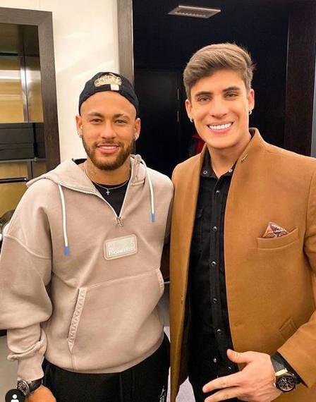 Mẹ ruột Neymar gây sốc khi đăng ảnh thân mật với người mẫu 22 tuổi vốn là fan của con trai - Ảnh 3.