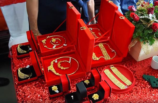 Cô dâu Hậu Giang đeo 30 cây vàng trong đám cưới bất ngờ chia sẻ về chuyện sinh con trai đầu lòng sau 2 năm lập gia đình - Ảnh 2.